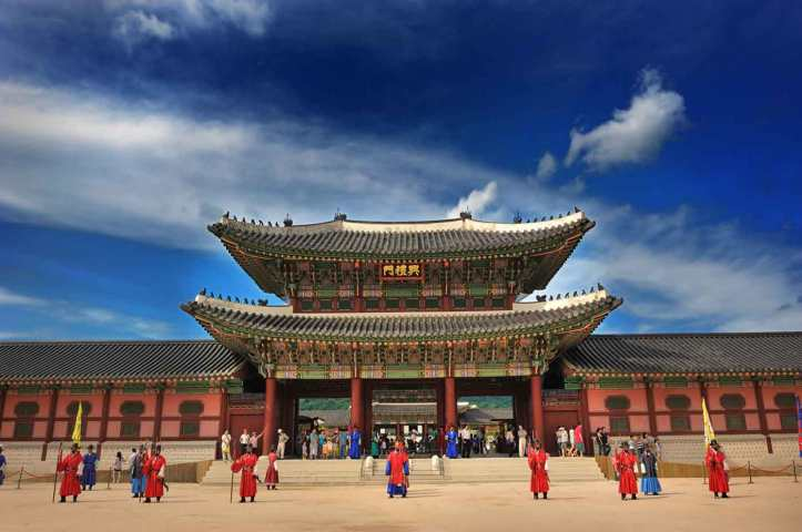 Gyeongbokgung-palace-must-see-attractions-in-seoul