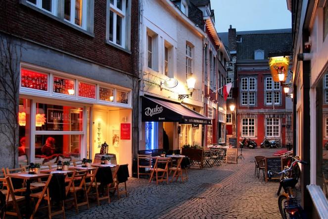 maastricht-cafe-holland-netherlands-bike-boat-tour-fljorgefranganillo