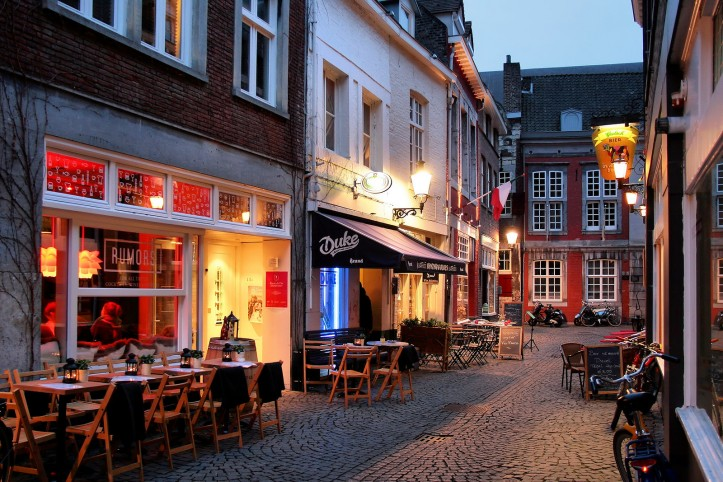 maastricht-cafe-holland-netherlands-bike-boat-tour-fljorgefranganillo